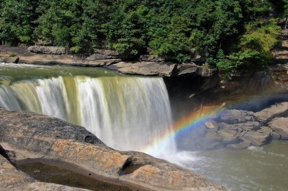 rainbow over cumberland falls